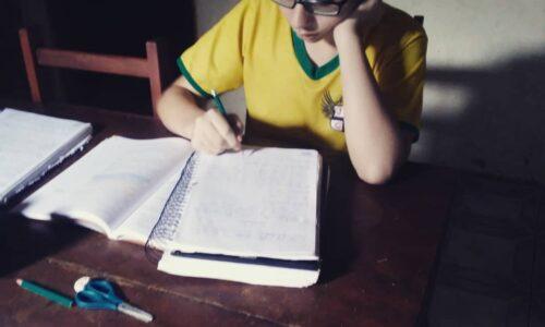 Estudante do CEJA Filostro Machado Carneiro,