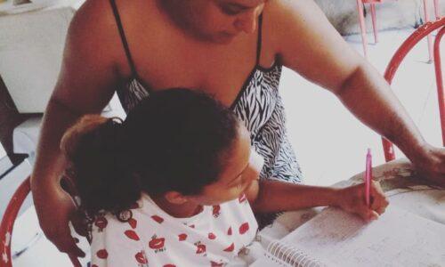 Educação e Família: Mãe e estudante CEJA Filostro Machado, do Ensino Fundamental