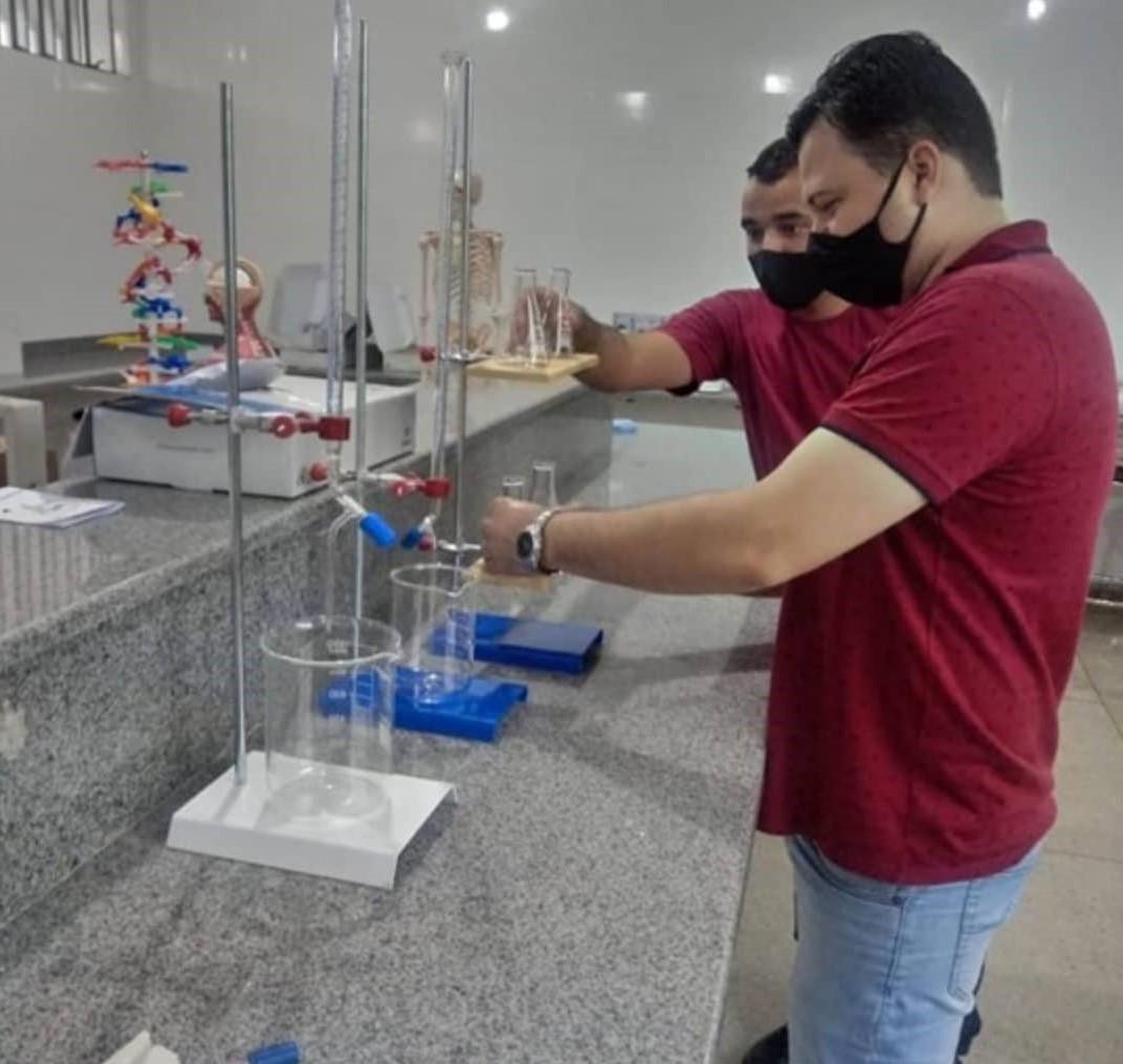 Infraestrutura escolar: Laboratório de ciências do Cepi Heloísa de Fátima Vargas