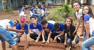 Estudantes do Cepi Dom Veloso produzem tijolo ecológico