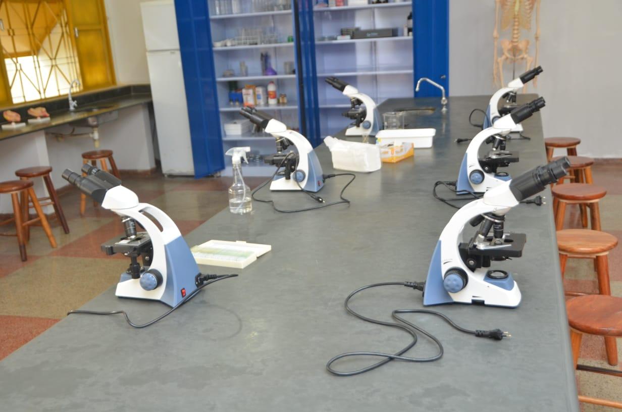 Materiais de laboratório de ciências do Cepi Luis Perillo, em Goiânia