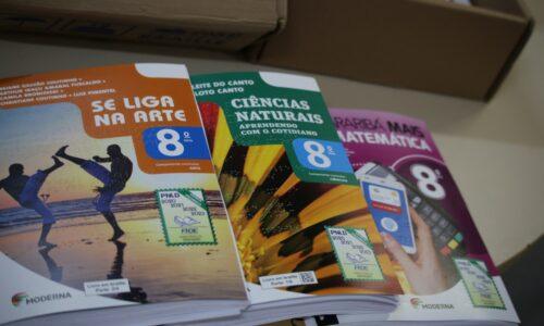 Livros didáticos em Braille adquiridos pelo FNDE para estudantes do 8º ano da rede estadual de ensino em Goiás
