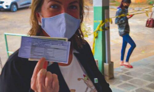 Secretária Fátima Gavioli recebe primeira dose da vacina contra Covid-19