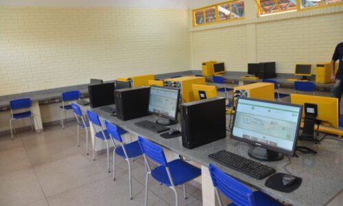 laboratório de informática - investimentos do governo de Goiás preparam escolas para retono às aulas presenciais