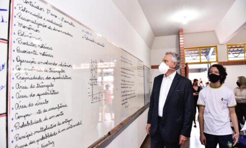 Governador em escola de tempo integral de Goiânia