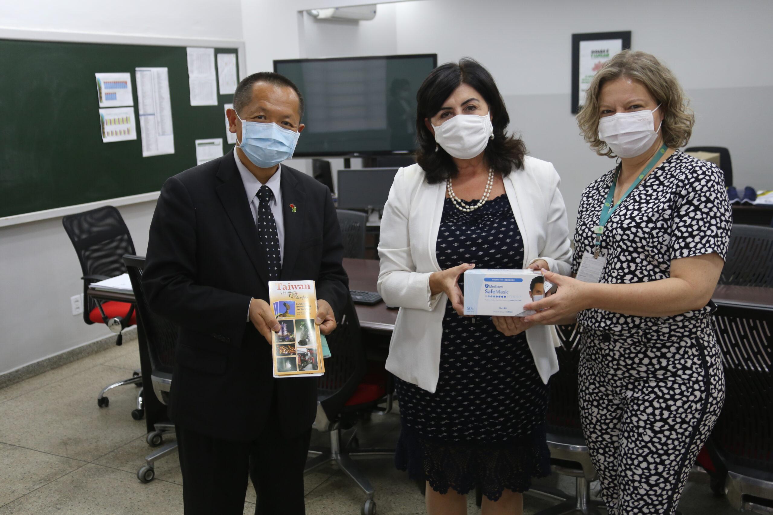 Embaixador de Taiwan no Brasil visita Seduc