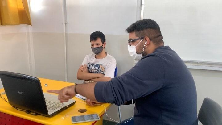 AEE para estudantes surdo no Colégio Estadual Santa Fé, em Aparecida de Goiânia