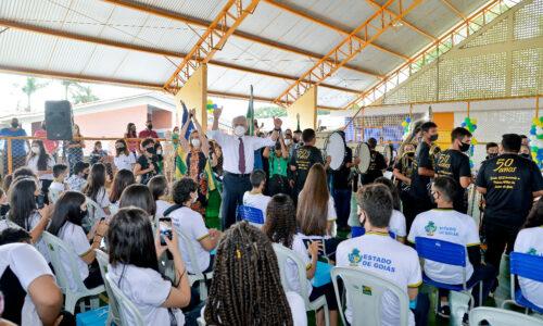 Governo de Goiás paga bônus por resultado a todos os servidores da Educação